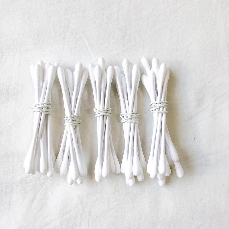 束ねた綿棒で乳首開発